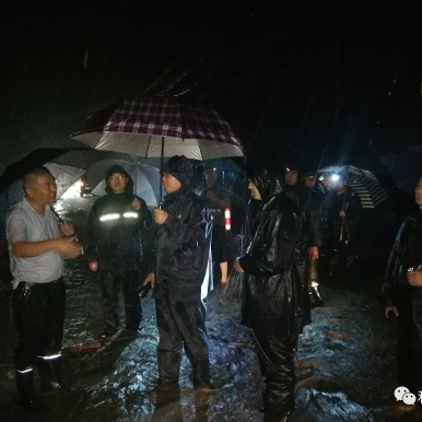 青州譚坊鎮:徹夜堅守戰臺風